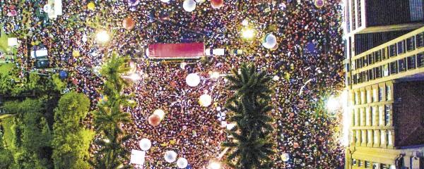 60 mil vão às ruas em defesa da democracia
