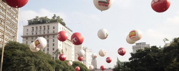 CUT reúne 100 mil no Anhangabaú