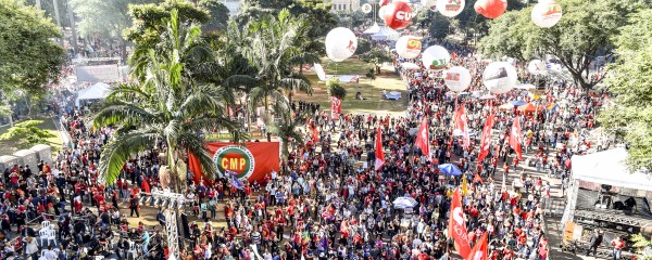 Dia do Trabalhador reúne 100 mil no Anhangabaú