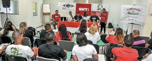 Jovens e mulheres debatem violência, educação e direitos