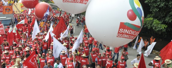 Mais de 40 mil vão às ruas por direitos