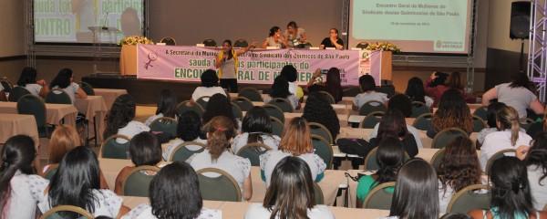 Mulheres discutem discriminação e apontam dupla jornada como entrave para a carreira
