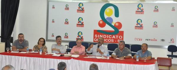 Paulo Paim faz palestra no Sindicato